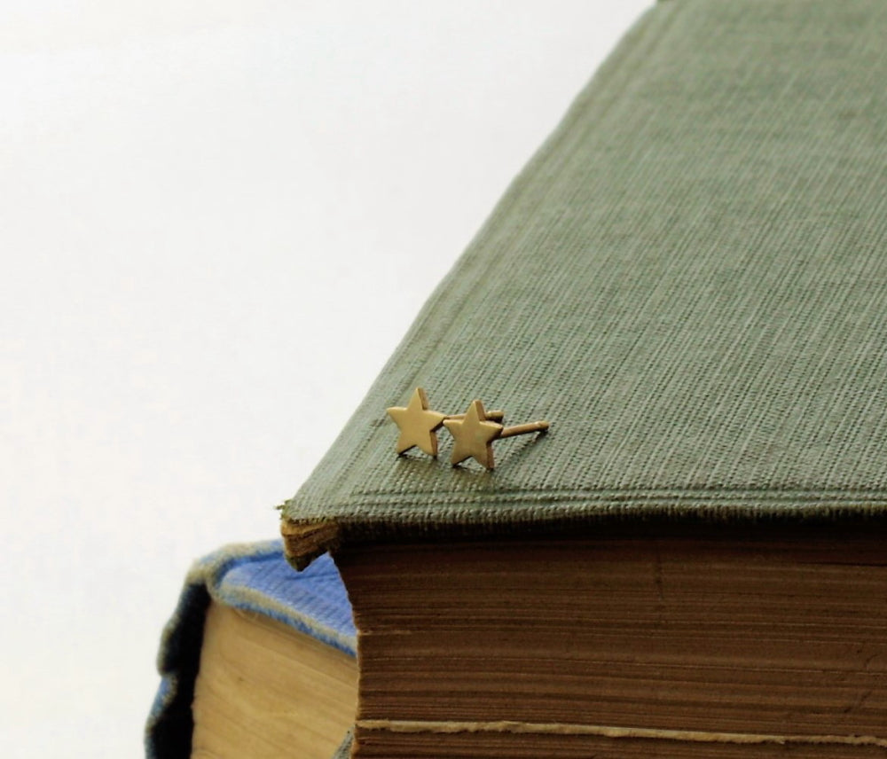 Gold star mini stud earrings