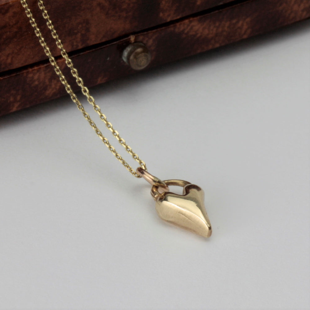 Dainty but chunky a yellow 9ct gold heart necklace
