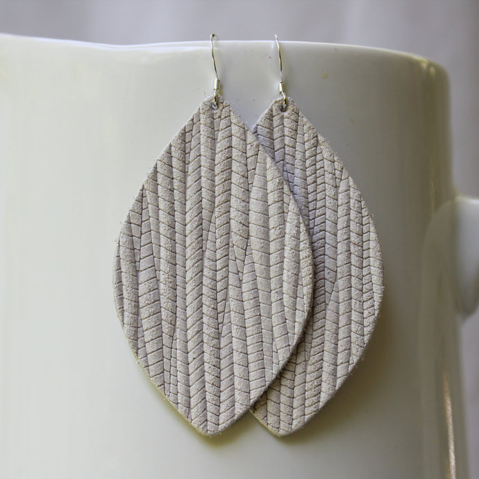 Creamy White Weave Petal Earrings