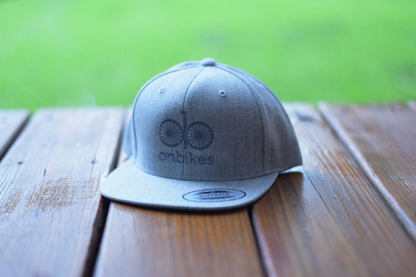 dark grey/heather grey snapback