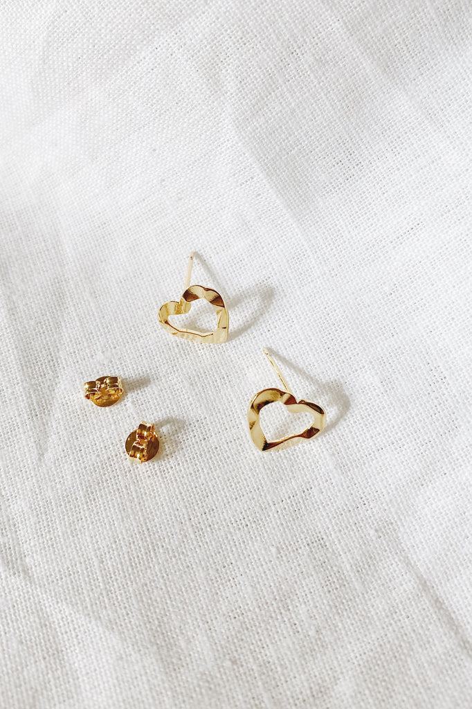 Mari Hammered Heart Stud, Gold