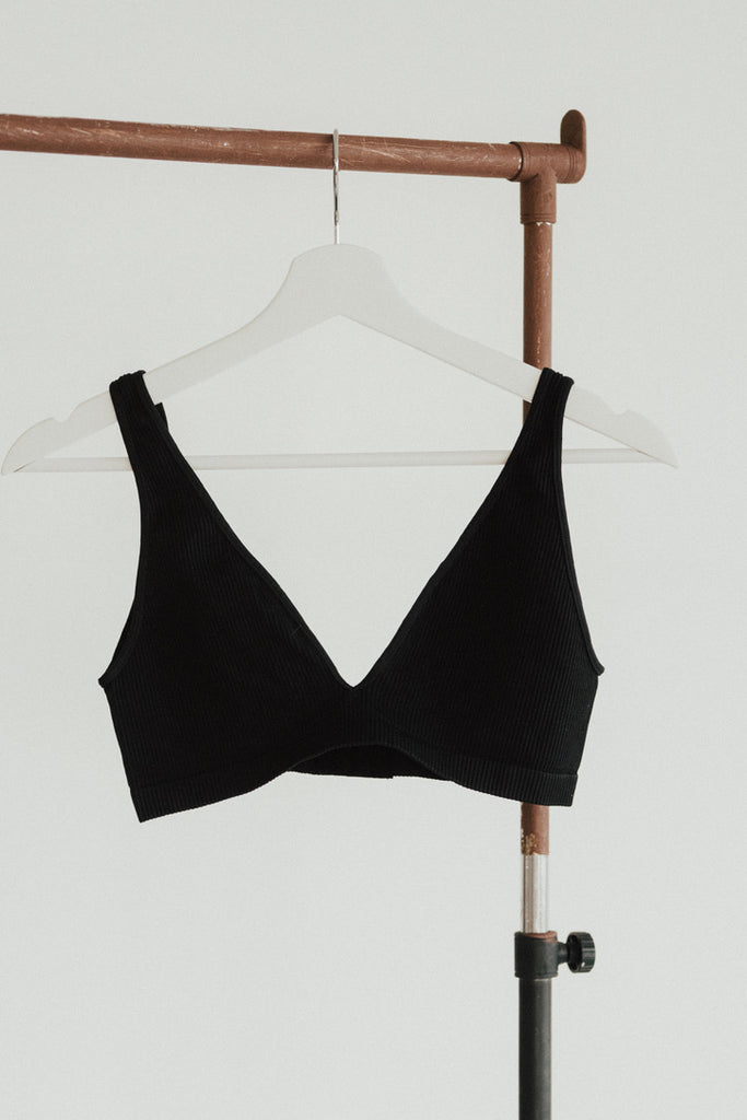 """Gwen"" Deep Neck Seamless Bra"