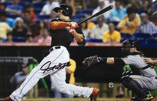 Marlins- Giancarlo Stanton Autogrpahed 8x10 Photo MLB Authenticated.