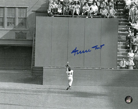 Giants-Willie Mays Autographed 8x10 Catch photo - National Memorabilia