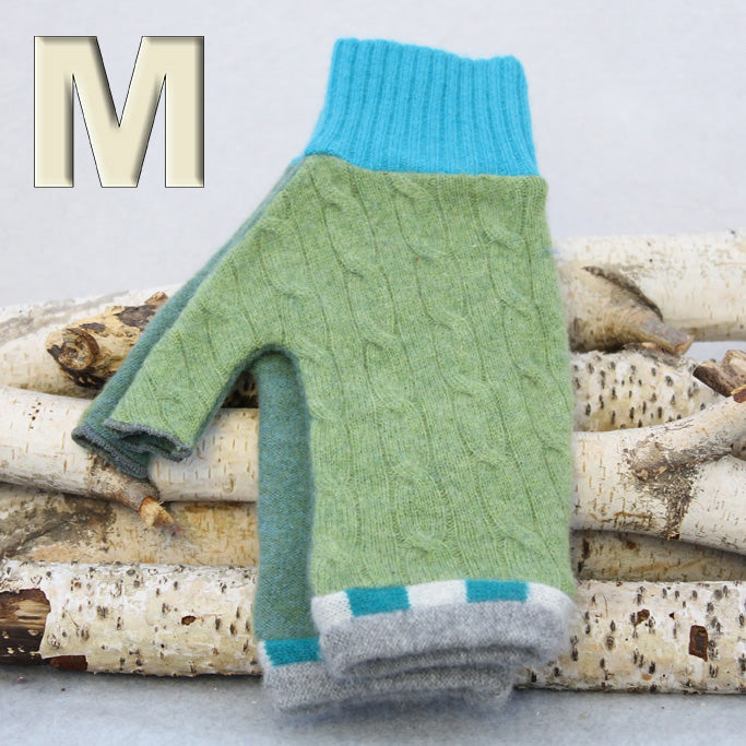 Fingerless Mitten - Medium MM9009 Green Cable w/ Blue