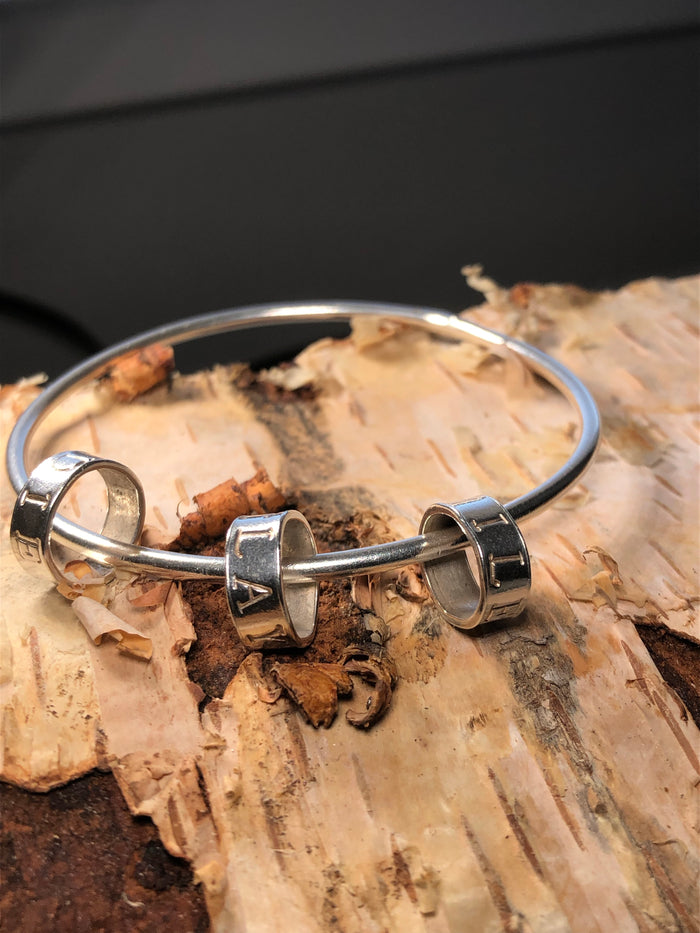 Lumiere loop bangle