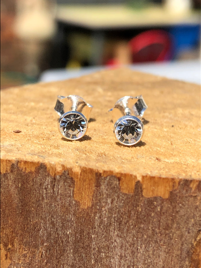 Birthstone April clear crystal Stud Earrings