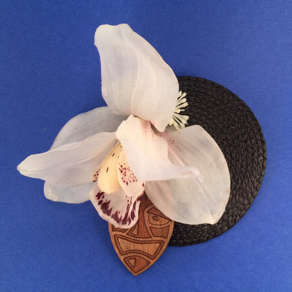 Orchid and Wooden Tiki Mask Litewood™ Cocktail Hat In White