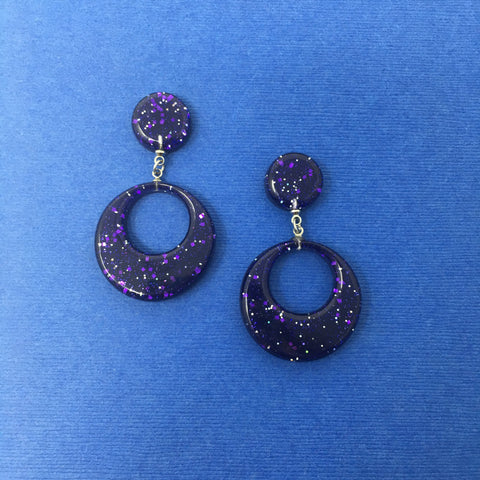 Confetti Lucite Round Dangler Sparklite™ Earrings in Eggplant