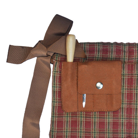Grooming apron with grooming kit