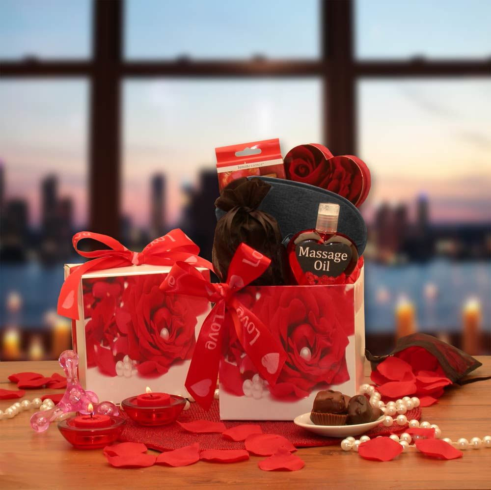 Bed-of-Roses-Gift-SetGift Basket - Gourmet Basket