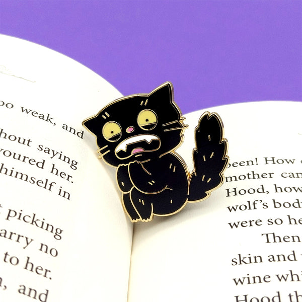 Scaredy Cat Enamel Pin (ST0148)