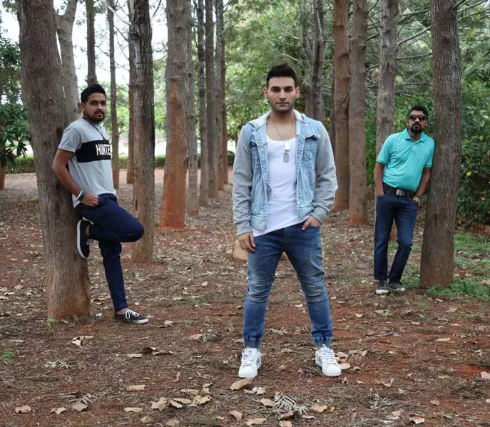 Hoodies, Jeans & Chinos: Fashion On Fleek With These 5 Rad Looks From Hunt & Howe - So Delhi, March 30th 2017