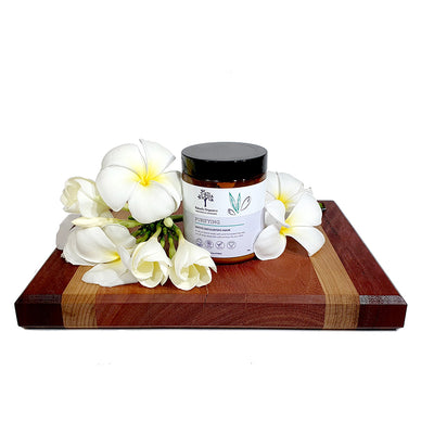 A natural blend made with wild harvested tea tree to buff away dead skin cells and purify your skin.
