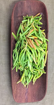Our pickled Sea Blite is marinated in apple cider vinegar and native spices. This coastal plant is related to Samphire. This green fern like succulent perennial shrub has often rich red stems and during autumn,red foliage .