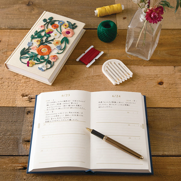 Midori 5 Years Diary - Flower Design - Cream
