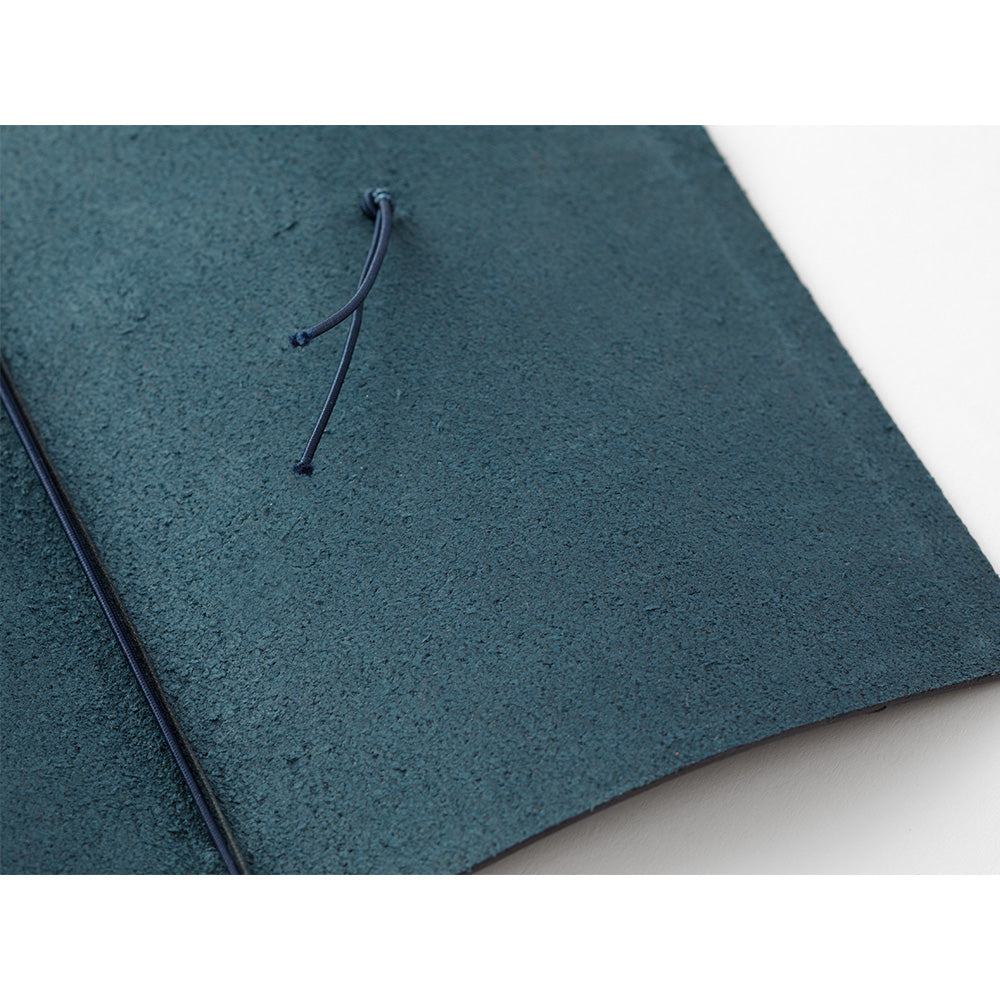 TRAVELER'S COMPANY TRAVELER'S Notebook Starter Kit - Regular Size - Blue Leather
