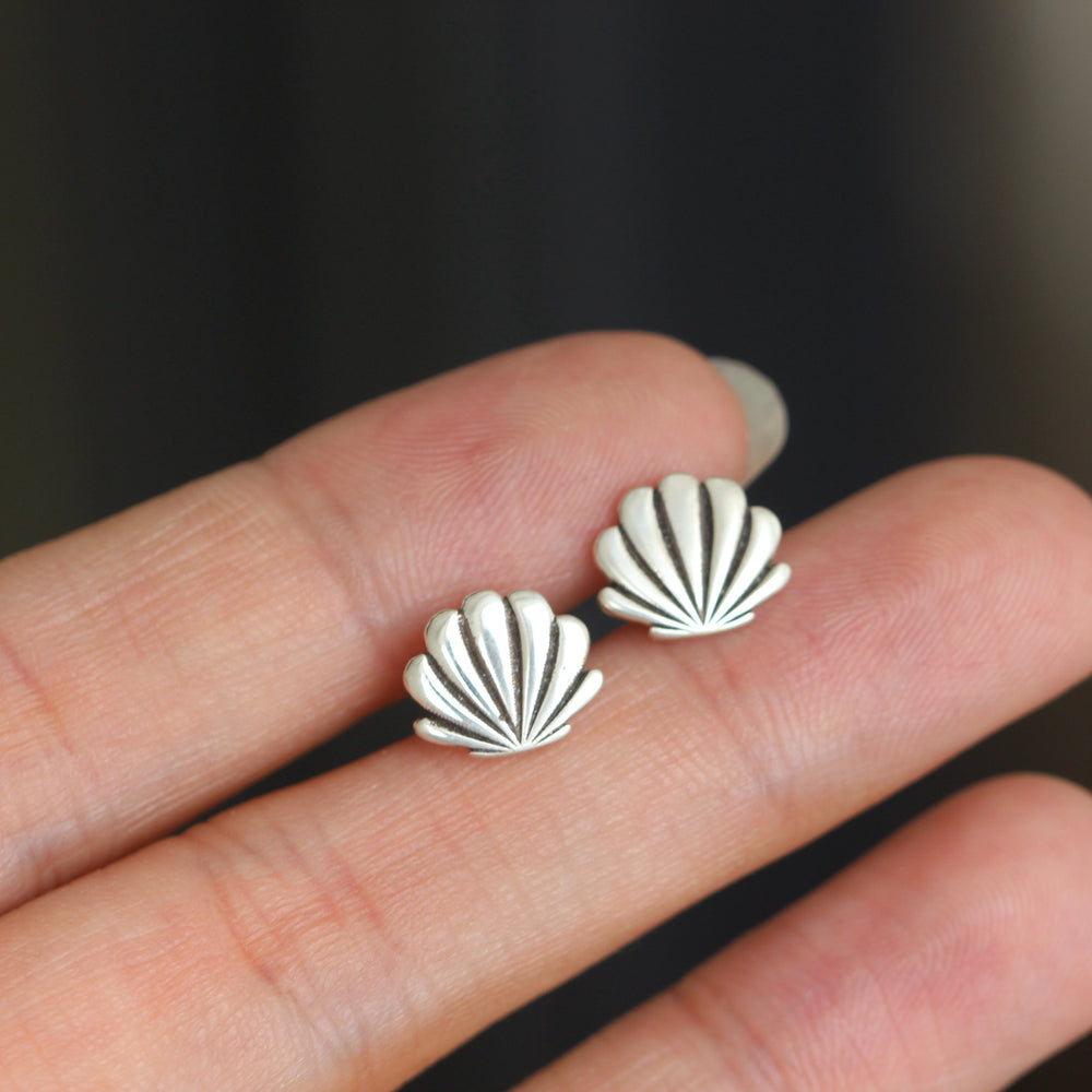 Load image into Gallery viewer, solid 925 sterling silver Shell stud earrings,Beach Shell stud earrings,Seashell earrings,Ocean earrings,sea jewelry,gift for her