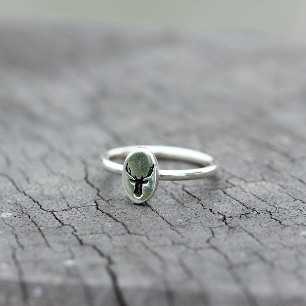 Load image into Gallery viewer, Silver deer ring,antler dainty ring,oval ring,gift for mon