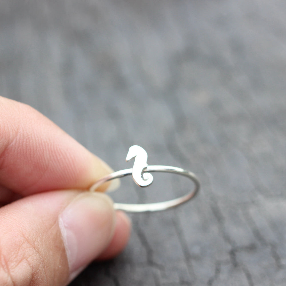 Load image into Gallery viewer, 925 silver Seahorse ring,Dainty sea animal ring,sea horse ring,Minimalist Ring, Ocean Lover jewelry