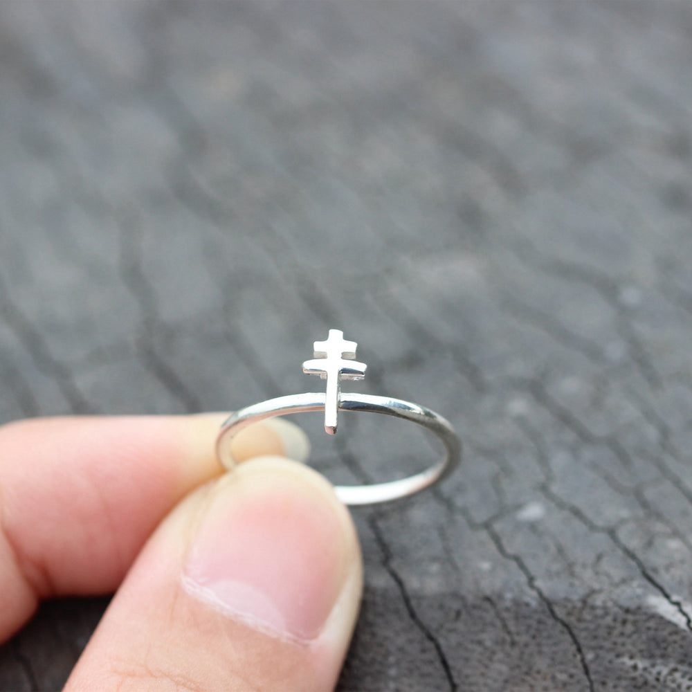 Load image into Gallery viewer, sterling silver cross ring,silver Sideways Cross Ring,simple cross rings,Christian ring,Christian jewelry,dainty ring jewelry