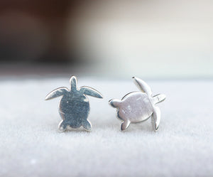 Load image into Gallery viewer, dainty turtle Stud Earrings,sterling silver turtle earrings,sea turtle jewelry,gift for her