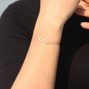 Load image into Gallery viewer, silver Infinity bracelet,silver bracelet,Infinity 8 Bracelet,Endless love bracelet,Infinity bangle,Karma bracelet,Best friend jewelry