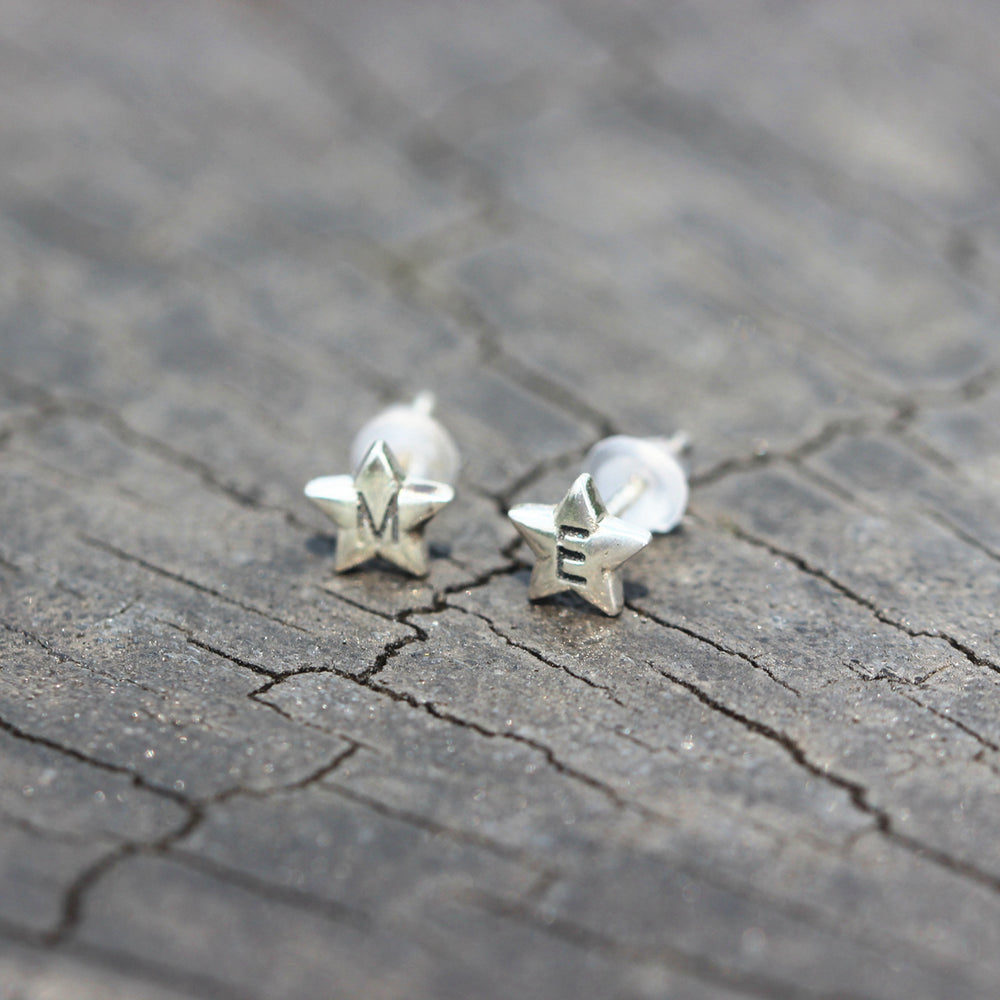 Load image into Gallery viewer, 925 Sterling Silver initial earrings Letter earrings,star jewelry,Personalized Initial STUD Earrings,Custom tiny star Earrings,Mother gift