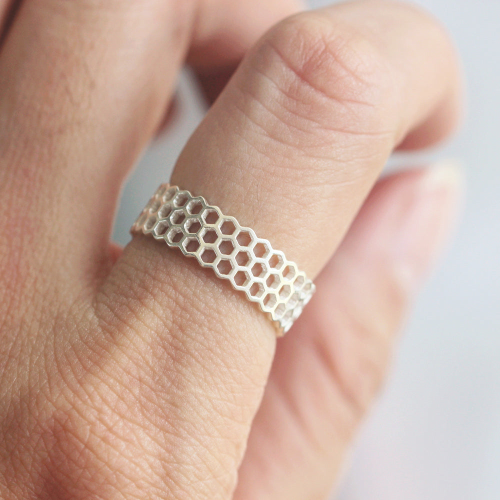 Load image into Gallery viewer, sterling silver dainty silver honeycomb ring,dainty honeycomb bee ring,animal ring silver,stacking ring,delicate minimalist ring