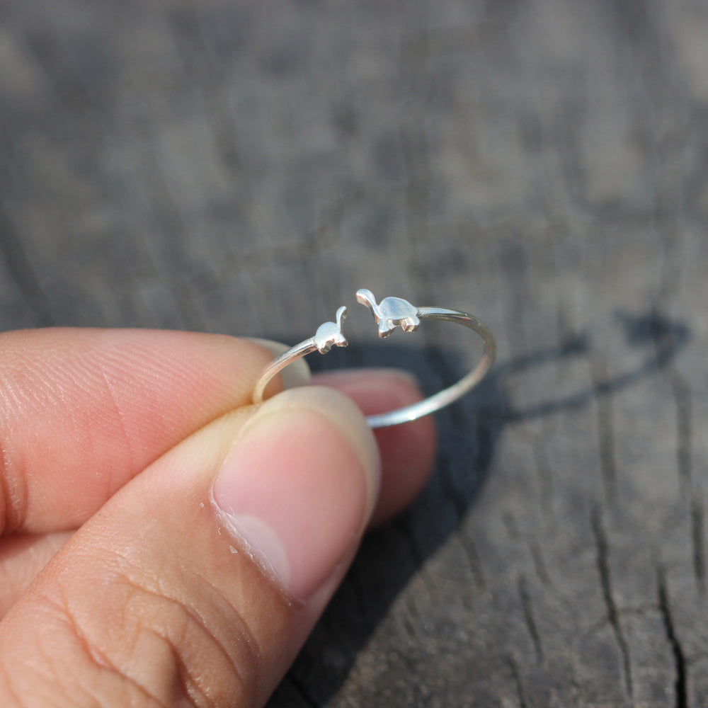 Load image into Gallery viewer, silver Sea turtle ring,solid 925 silver ring,tiny ring silver,Beach jewelry,Animal jewelry,sea animal ring,Delicate ring,Everyday ring
