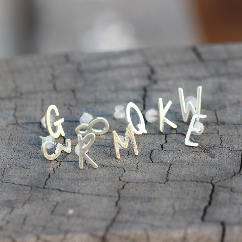 Load image into Gallery viewer, 925 Sterling Silver initial earrings,SILVER Letter earrings,Personalized Initial STUD Earrings