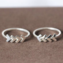 925 silver Chevron ring. silver Arrow ring. Geometric ring. dainty ring