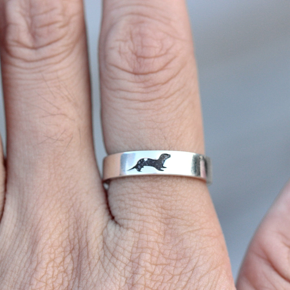 Load image into Gallery viewer, Engraved ring, Sea Otter Ring, Sterling Silver Otter Ring, Gift for Him, Gift for Her, animals jewelry