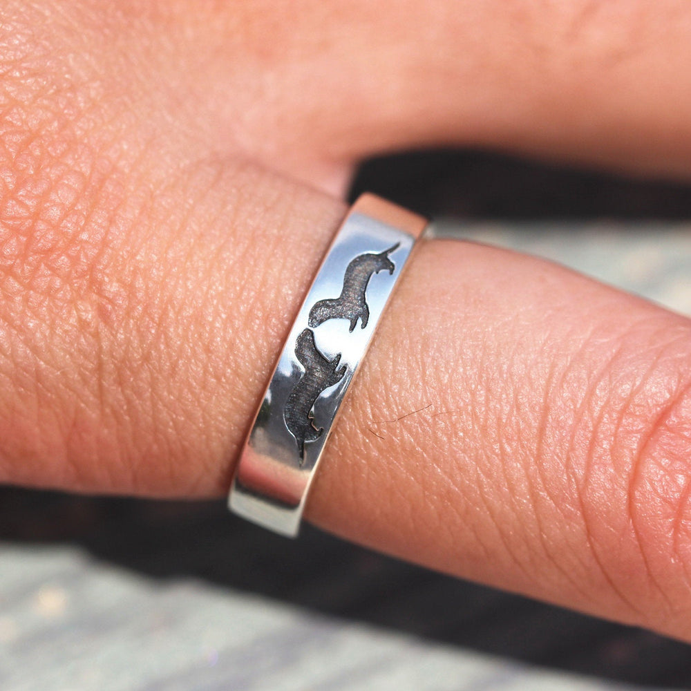 Load image into Gallery viewer, lover Sea Otter Ring, Sterling Silver Otter Ring, Gift for Him, Gift for Her, animals jewelry
