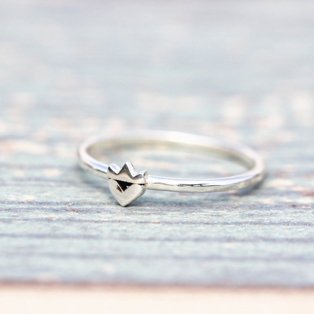 Load image into Gallery viewer, 925 Sterling Silver Crown Ring, Handmade Crown heart Ring, love ring,silver crown love ring