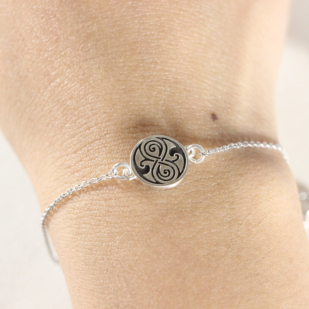 Load image into Gallery viewer, 925 Sterling silver DW Rassilon Seal bracelet,Seal of Rassilon bracelet,Dynamic Gallifrey jewelry,Dr Who jewelry gift idea
