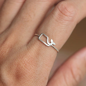 Load image into Gallery viewer, sterling silver whale ring,simple silver ocean ring,midi fish ring,animal lover jewelry,simple elegant jewelry