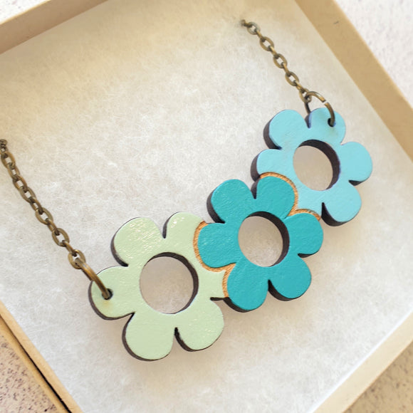 Daisy triplet necklace - 'Spearmint'