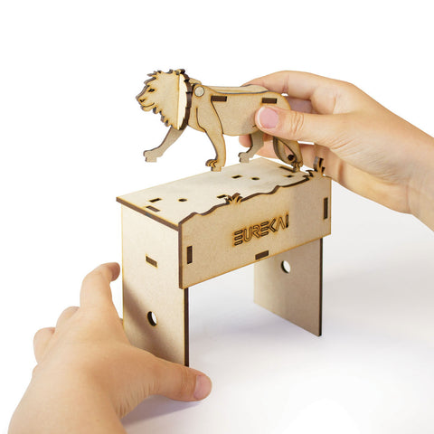 Roaring Lion wooden mechanical toy