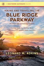 Hiking and Traveling the Blue Ridge Parkway: Revised and Expanded Edition by Leonard M. Akins