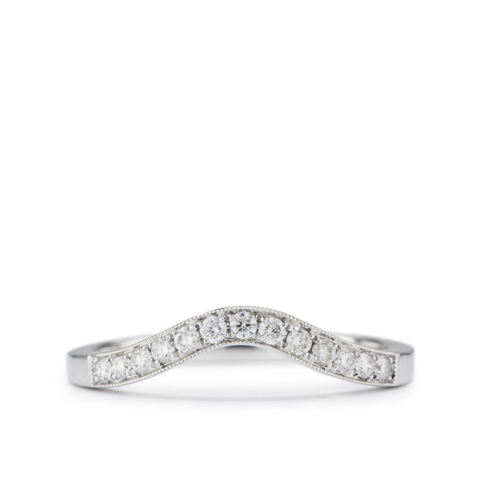 Curving Wedding Band in white gold with diamonds