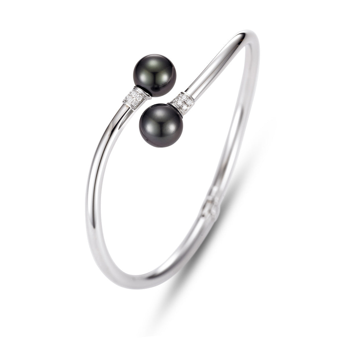 Tahitian pearl and white gold bracelet with diamond pave accents