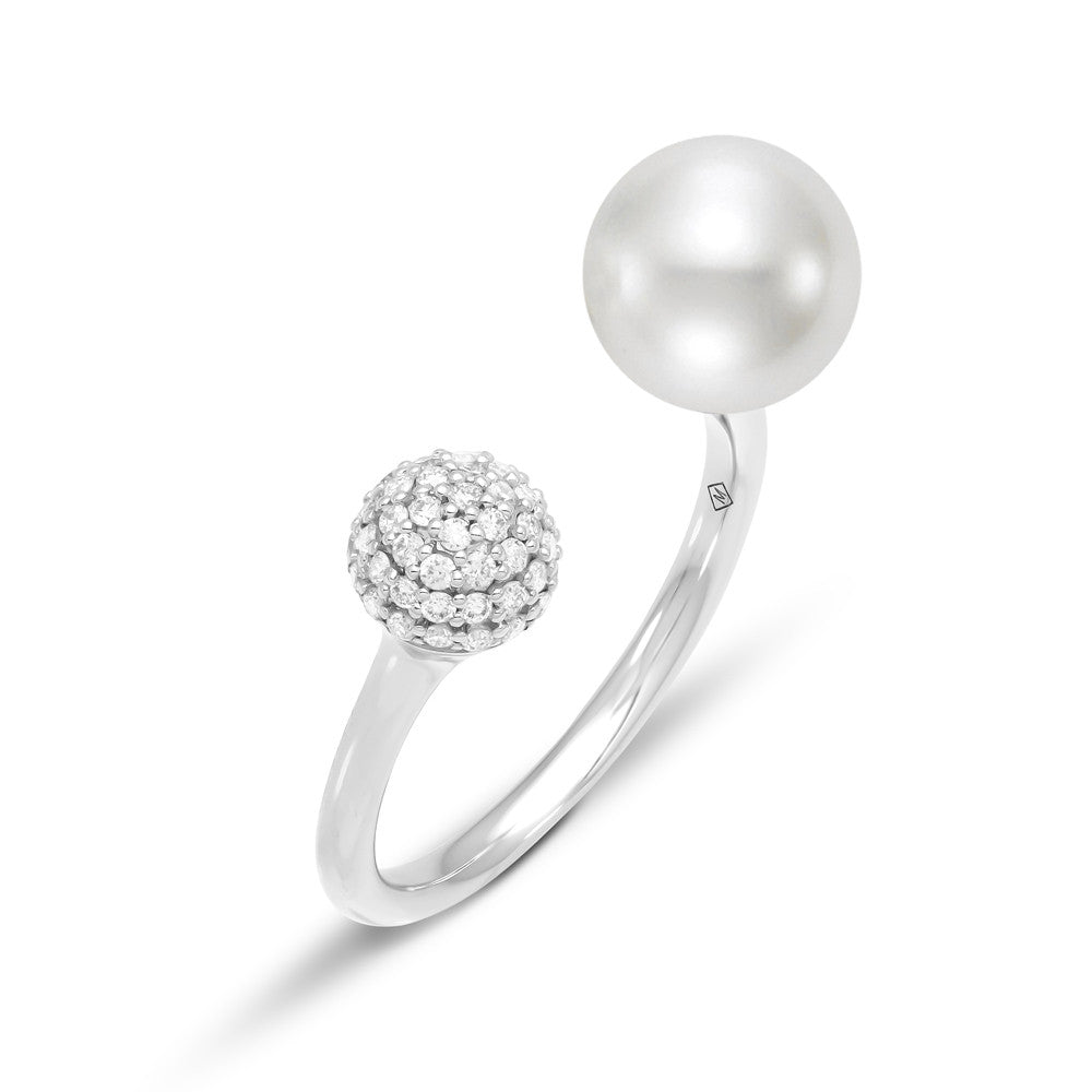 Dramatic white gold and Pearl ring with diamond pave' accent.
