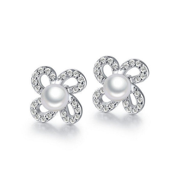 Flawless Pearl Stud Earrings - VivereRosse