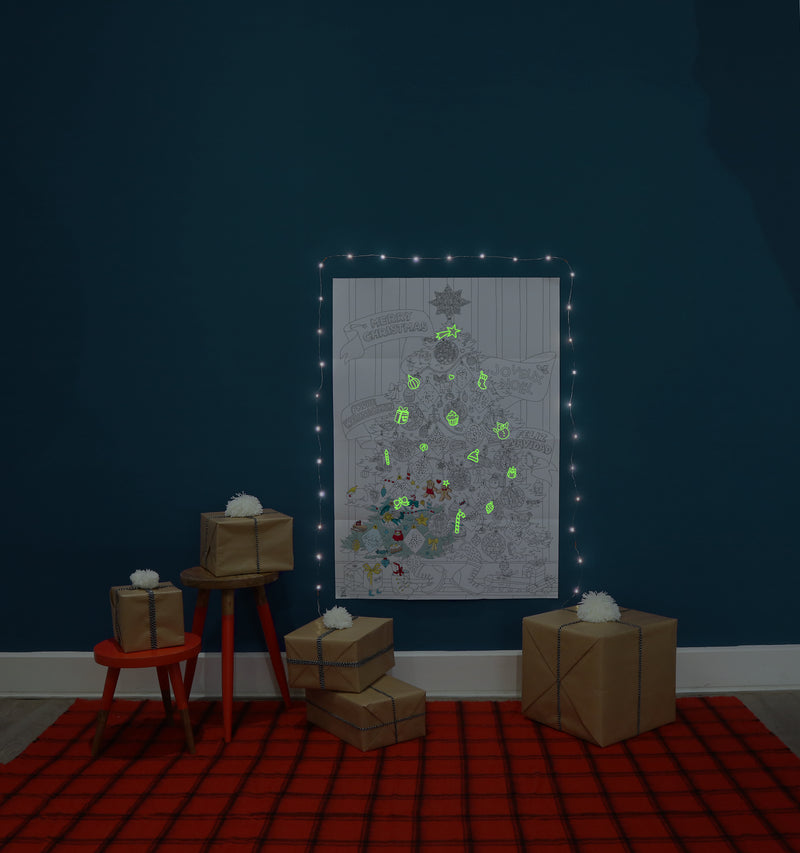 "XXL Ausmalposter WEIHNACHTSBAUM mit ""Glow in the Dark"" Stickern"