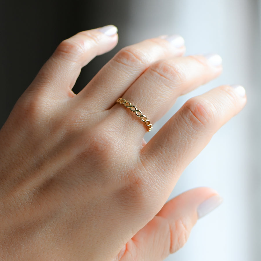 hand modeling a minimalist, braided gold eternity ring