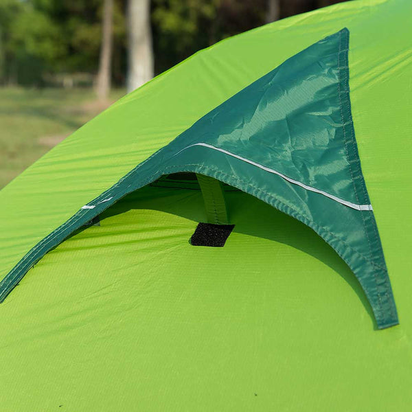 Roof vents on a NatureHike 2 Man Ultralight Silicone Tent
