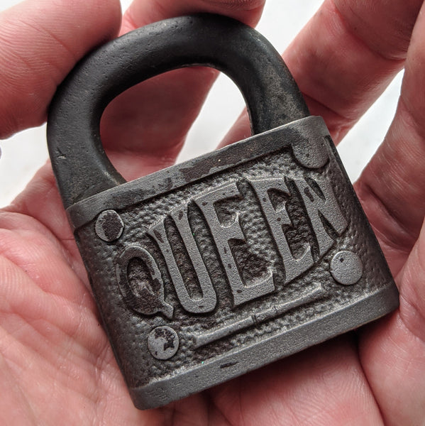 QUEEN Lock - Geared Up Pup