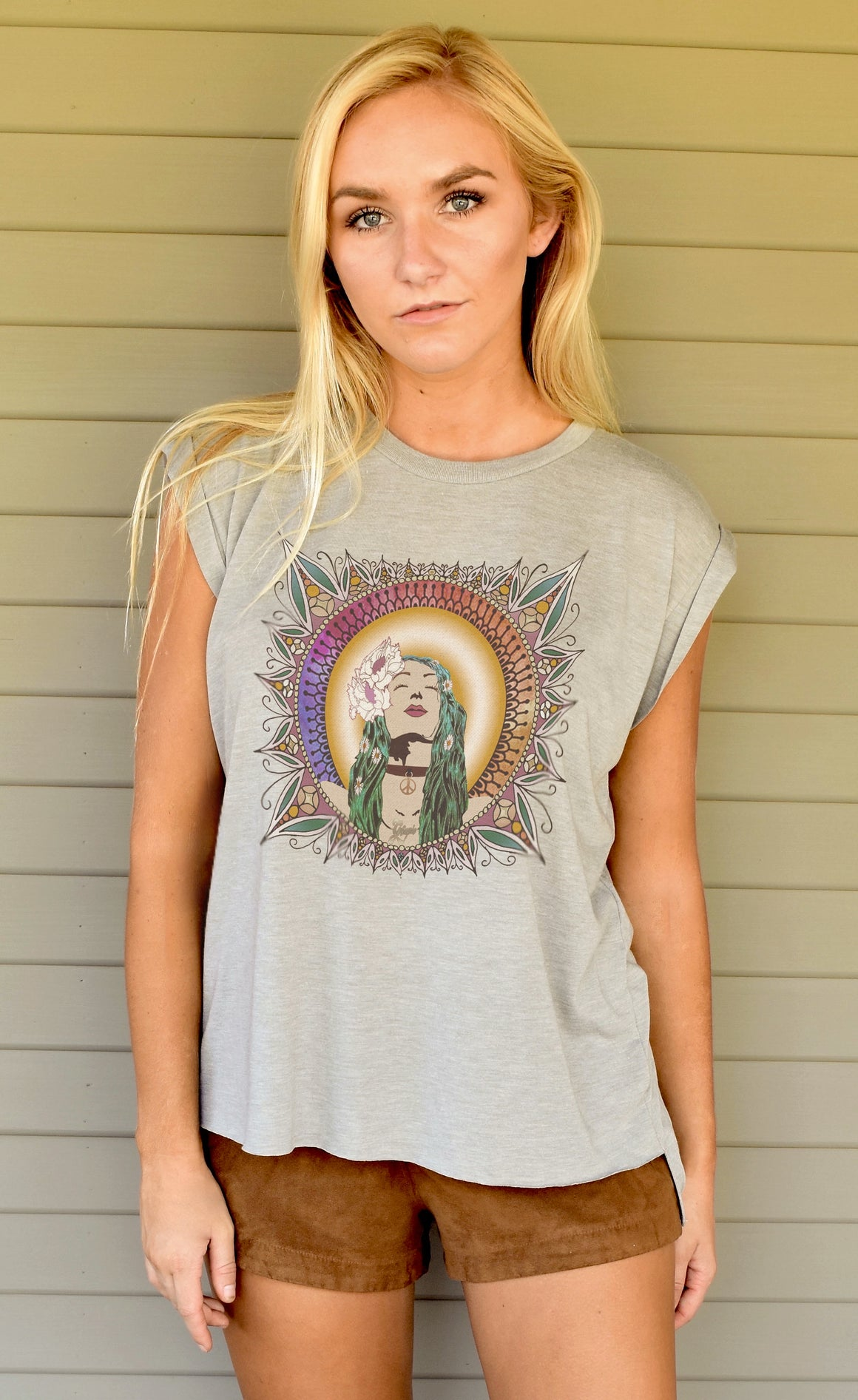A boss girl favorite... this Face To The Heavens rolled sleeve tee has the rocker, vintage vibe we love.