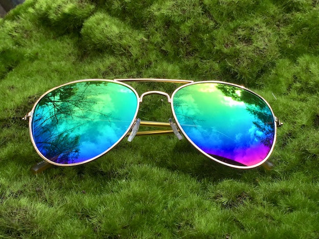 Buy retro women's sunglasses at great prices. These mirrored Aviators with UVA/UVB protection keep the sun out of your eyes and the horizon in sight ahead.